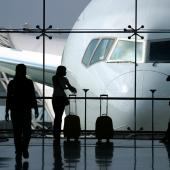 Piloti a stewardi v EU chtějí stávkovat